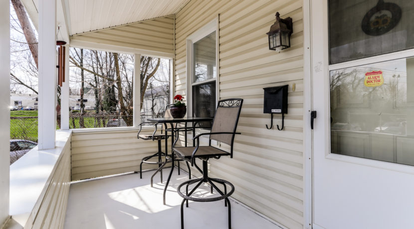 718 Meadowbrook Ave - Front Porch ~ Wissel Homes
